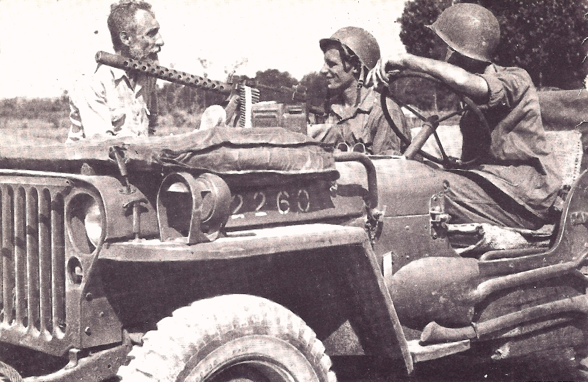 Mariniers in jeep